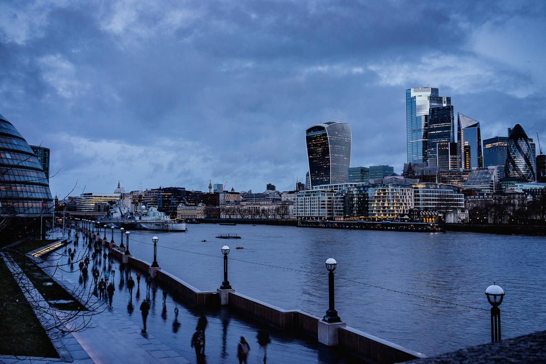BANKSIDE LONDON CITY-BLUE HOURS